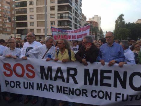 60.000 cartageneros de clase media se manifiestan en auxilio del Mar Menor y dejando fina a la clase política