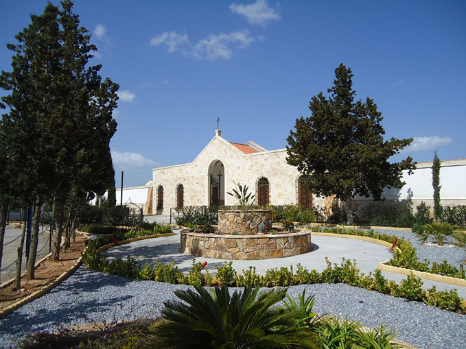 El Alcalde de Albox aprueba subir la tasa del cementerio un 10% y contratar una nueva asesora de 25.000€, denuncia el PSOE