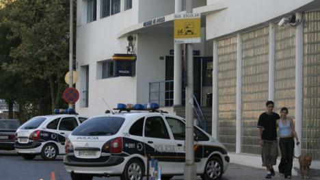 Una mujer de 32 años ha sido detenida en Marbella por apuñalar en el cuello a su expareja