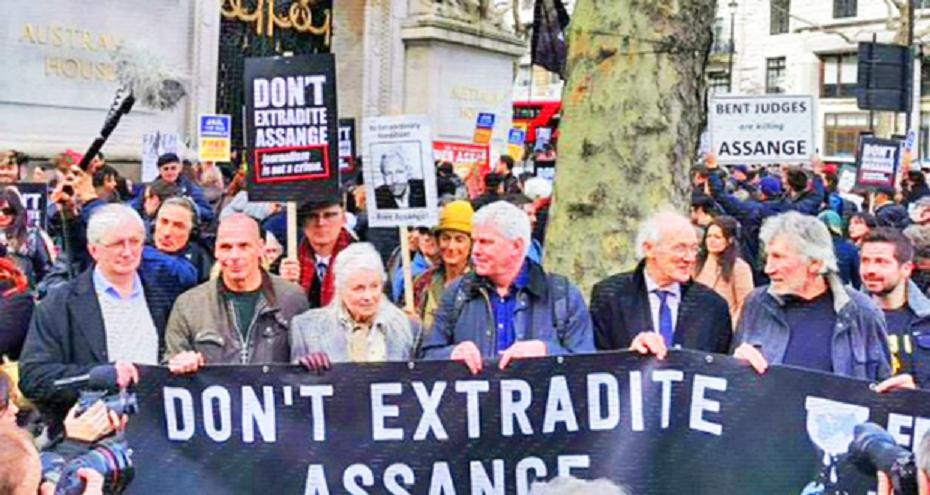 Centenares de personas exigieron el pasado sábado en Londres la liberación del fundador de Wikileaks, Julian Assange