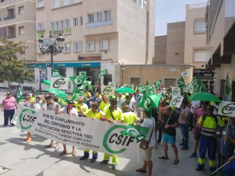 Trabajadores de Urbaser Roquetas amenazan con una huelga de basuras la segunda quincena de agosto sino se negocia el Convenio Colectivo