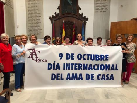 La Asociación de Amas de Casa, Consumidores y Usuarios de Lorca conmemora el Día de este colectivo con una eucaristía en el santuario patronal y una comida de convivencia