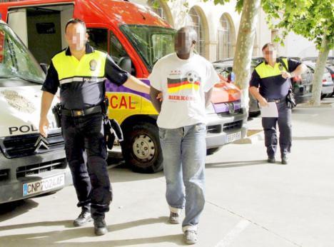 VENDEDORES AMBULANTES SE ENFRANTAN A LA POLICÍA EN ALBACETE