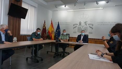El responsable nacional para la inmigración irregular y el delegado del Gobierno estudian el refuerzo material y humano del dispositivo de control de inmigrantes en la Región de Murcia