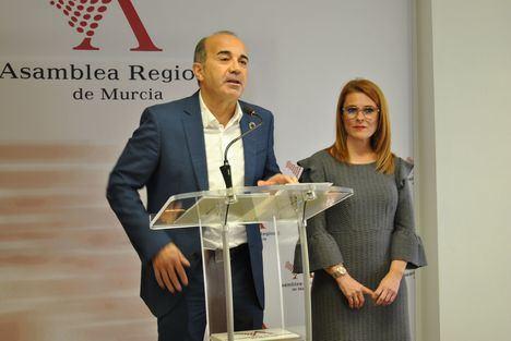 El PSOE asegura que los presupuestos confirman un Gobierno regional colapsado que agoniza entregado a la extrema derecha