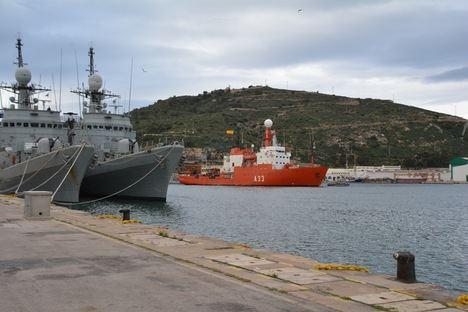 """El Buque de Investigación Oceanográfica A-33 """"Hespérides"""" finaliza su XXV Campaña Antártica"""