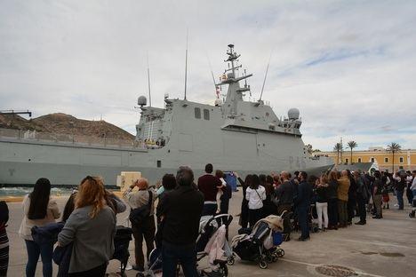 """El buque de acción marítima """"Audaz"""" comienza su Despliegue Africano"""