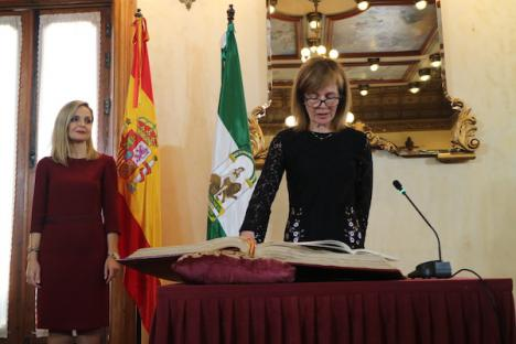 La dimisión de la delegada de Educación de la Junta de Andalucía en Almería despeja el camino al ex diputado Diego Clemente al que los suyos buscan recolocar