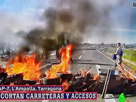 Delincuentes radicales colapsan la AP-7 con barricadas de fuego. La policía abre diligencias contra 170 miembros y retira un centenar de vehículos de la AP-7