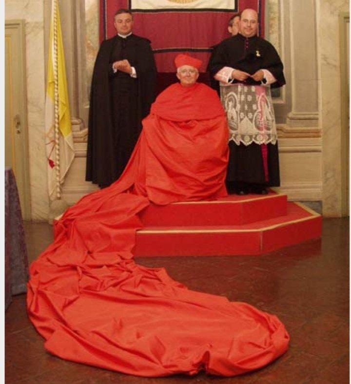 EDITORIAL: El arzobispo cañizares, se gana un puesto en el Club de la Comedia