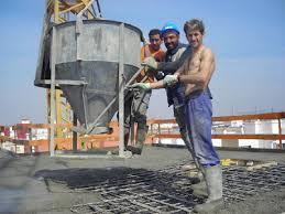 Muere un trabajador al caerse de un tejado en Marbella