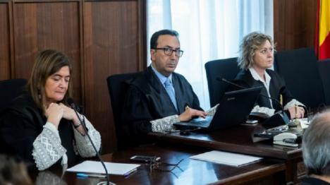 El catedrático Pérez-Royo, anima a Chaves y Griñan a querellarse contra los tres magistrados a los que acusa de prevaricación