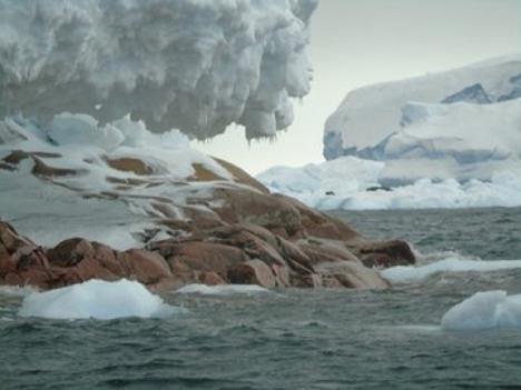 Aparece una isla desconocida en la Antártida por deshielo