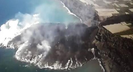 ÚLTIMA HORA SOBRE EL VOLCÁN DE LA PALMA: Se forman dos nuevas coladas de lava mientras la calidad del aire empeora y el ímpetu de la lava en el mar hacer crecer la isla