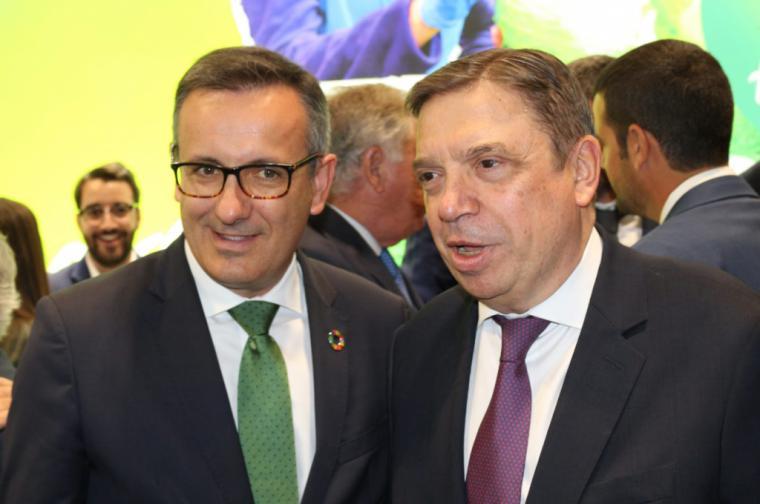 Diego Conesa visita con el ministro de Agricultura los expositores murcianos de Fruit Attraction para poner en valor al sector regional