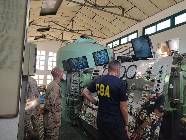 Tratamiento Hiperbárico de un buceador de la Guardia Civil en el Centro de Buceo de la Armada