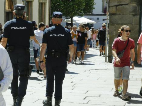 Doscientos agentes reforzarán la seguridad en Murcia durante la Navidad con el Plan de Comercio Seguro, que facilita consejos y pautas de conducta a comerciantes y consumidores