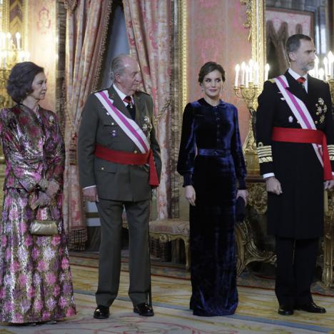 Los españoles obligados a seguir pagando los caprichos del rey emerito.