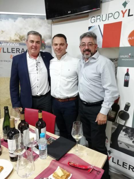 El club de vinos Lagar Alto y bodegas Yllera se unen en Almería para mostrar a través de una cata las excelencias de este caldo
