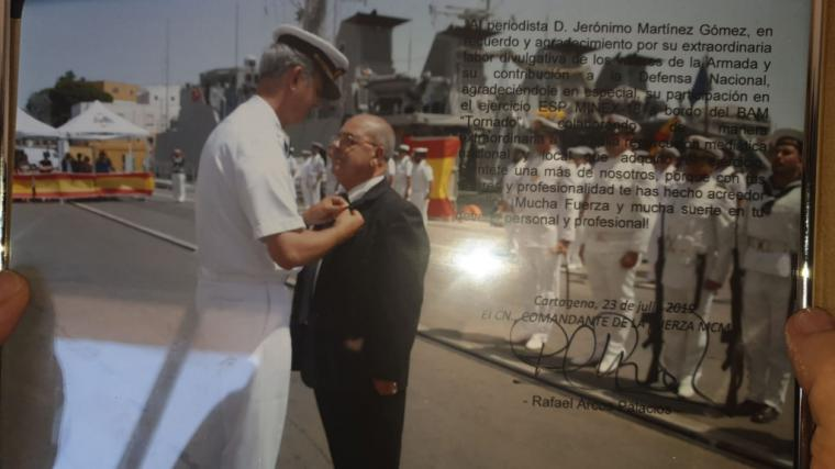 El periodista D. Jerónimo Martínez Gómez, ha sido distinguido con la Cruz al Mérito Naval con distintivo blanco