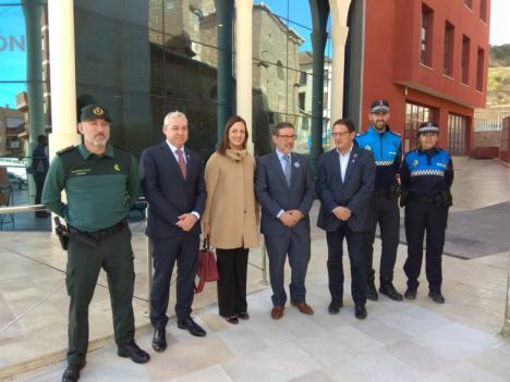 La Jefatura Provincial de Tráfico y Mazarrón firman un acuerdo pionero en la Región de Murcia para fomentar los desplazamientos activos y sostenibles entre los escolares