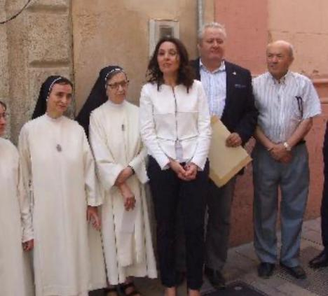 Magdalena News: Dos médicos geriatras rechazan ocupar los puestos vacantes en la Residencia de Ancianos del Zapillo de Almería mientras Magdalena Cantero la dirija