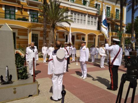 La Armada rinde homenaje al personal militar y civil al servicio de la Defensa fallecidos por la pandemia del Coronavirus