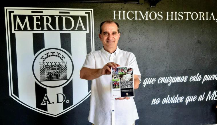 Este viernes 17, coincidiendo con el año del vigésimo quinto aniversario del primer ascenso a Primera División del CP Mérida SAD, el periodista José Antonio Reina presenta 'Historias del Mérida