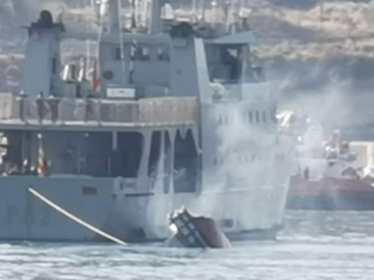 Accidente de una embarcación auxiliar de la Armada en el Puerto de Cartagena