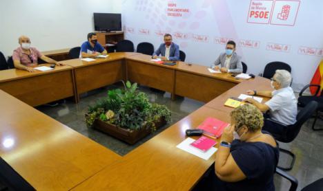 El PSOE insiste en la necesidad de contratar a más profesorado para garantizar la seguridad sanitaria, la igualdad de oportunidades y la conciliación