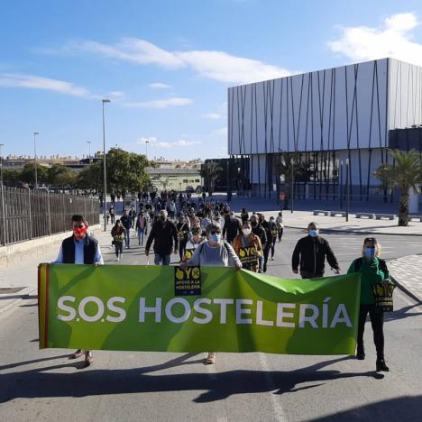 El Incoloro: 'Hosteleros lorquinos exigen la apertura de sus negocios', por Jerónimo Martínez