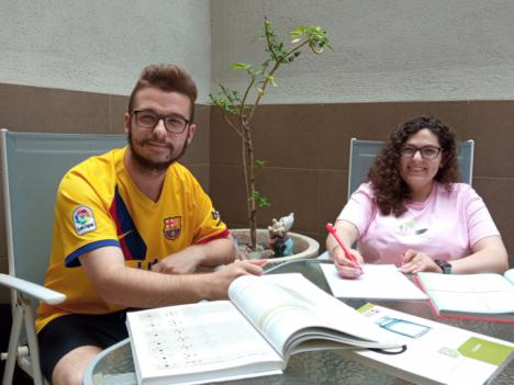"""Tania e Iván: """"El trabajo en primera línea de batalla de los sanitarios en la COVID-19 ha venido a reforzar nuestra vocación por la enfermería"""""""