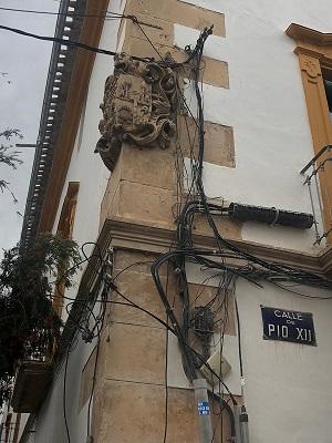 'El nuevo engaño a Ariadna. El cableado aéreo en el laberinto de las ciudades', por María Antonia García, Abogada