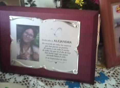 Cálido y emotivo homenaje de decenas de moteros a Alejandra en Cantoria ( Almería)