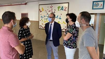 """El director general de Planificación Educativa y Recursos Humanos visita los centros educativos de Puerto Lumbreras, que han comenzado el curso """"con total normalidad"""""""