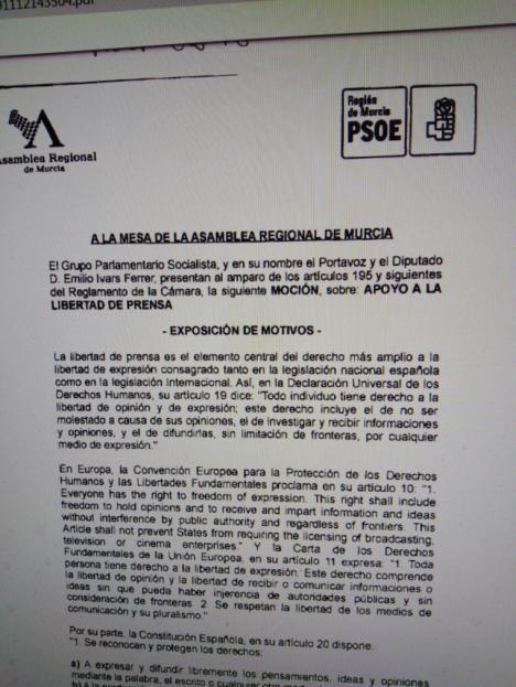 El PSOE pide en la Asamblea el apoyo a todos los medios vetados por Vox y exige al Gobierno regional que tome medidas