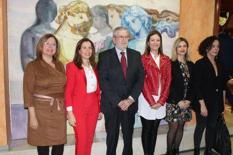 La alcaldesa participa en la mesa redonda organizada por la Asamblea Regional sobre mujeres en el poder local