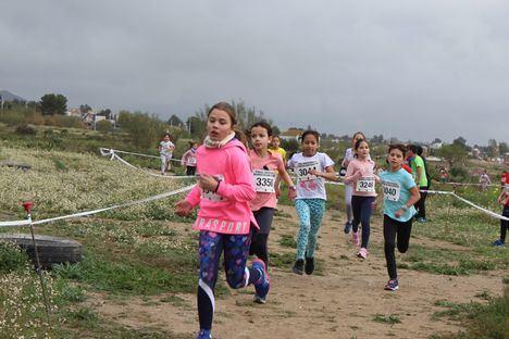 Casi 400 alumnos participan en la jornada de cross escolar local