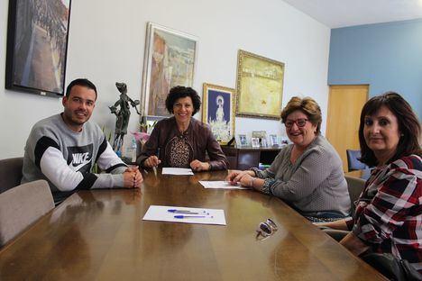 El Ayuntamiento y la Asociación Lumbrerense de Enfermos de Alzheimer firman un convenio de colaboración
