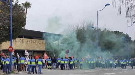 UGT-FICA concentra a más de 500 trabajadores ante Hacienda de la Junta de Andalucía como colofón a una exitosa respuesta en la huelga de VEIASA-ITV