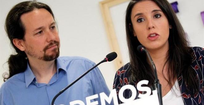Iglesias y Montero ponen sus cargos a disposición de las bases tras la polémica por la compra de su vivienda