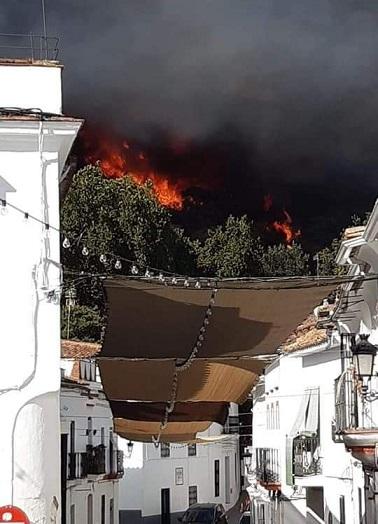 Moreno Bonilla sigue desaparecido mientras Huelva arde