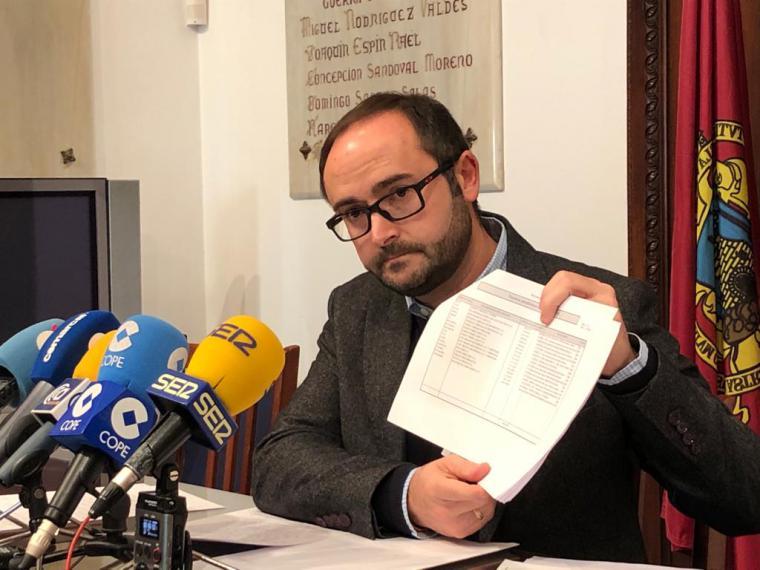 La época de 'café para todos' del Partido Popular impide que los empresarios y autónomos lorquinos cobren por los trabajos que han realizado