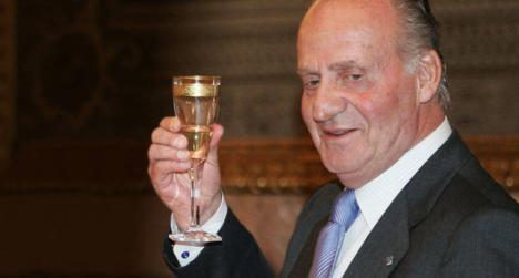 Al rey Juan Carlos se le pretende rehabilitar su dignidad en el homenaje a la Constitución en el momento en el que sale a la luz otra presuna hija no reconocida.