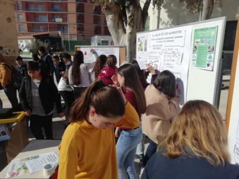 """Alumnos del IES Ibáñez Martín participan en la jornada """"La comida no se tira"""" sobre la importancia de reducir el desperdicio y la necesidad de limitar las presiones ambientales"""