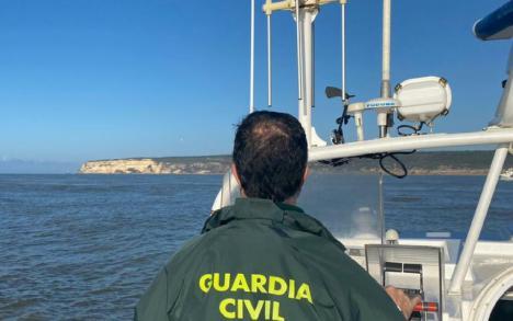 La Guardia Civil con miembros de la UCO siguen peinando la isla de Tenerife por tierra y por mar mediante un sonar