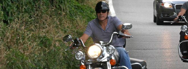 George Clooney, herido tras un accidente de moto en Cerdeña