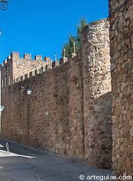 Joven en estado grave al caer desde una muralla en Baeza.