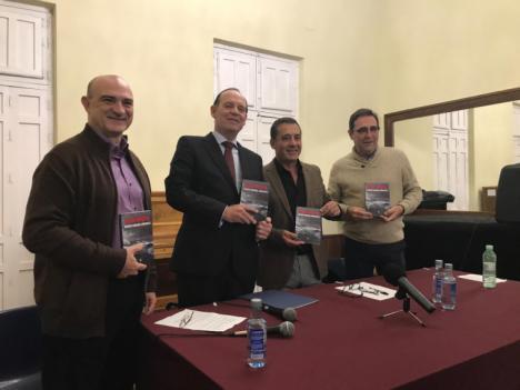"Mateo Cerdán presenta en Águilas ""Mar hostil"""
