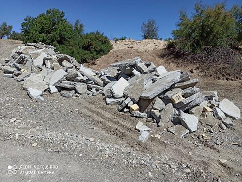 El alcalde de Albox instalado en la ilegalidad medioambiental, levanta el cemento de la rambla y los vuelve a tirar en otro lugar de la rambla